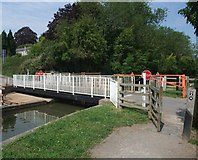 SP7089 : Swingbridge Street, Foxton, crossing the Grand Union Canal by Tim Heaton