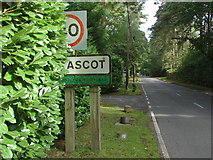 SU9266 : Coronation Road, South Ascot by Alan Hunt