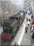 SH4862 : Arrival at Caernarfon station by Gareth James