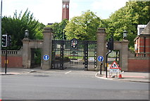 SP0583 : Gates of University of Birmingham by N Chadwick