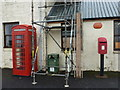 HU4940 : Bressay: postbox № ZE2 90 and phone by Chris Downer