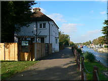 TQ0172 : Lock-keepers House at Bell Weir Lock by Eirian Evans