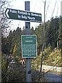NO6690 : Footpath fingerpost at Bridge of Bogendreip by Stanley Howe
