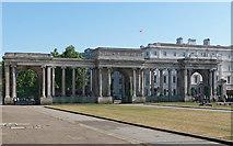 TQ2879 : Screen, Hyde Park Corner by Stephen Richards