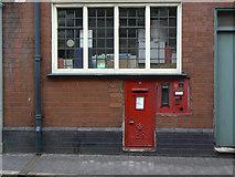 SK3825 : Melbourne So postbox ref DE73 239 by Alan Murray-Rust
