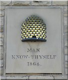 SE0125 : Beehive emblem on the former Co-operative store by Humphrey Bolton