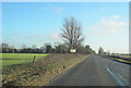 SP6136 : A422 east past The Wilds by John Firth