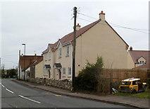 ST6288 : New houses, Vattingstone Lane, Alveston by Jaggery