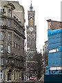 SE1632 : A glimpse of City Hall by Stephen Craven