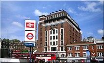 TQ2879 : Victoria Station House by Des Blenkinsopp