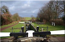 SO8690 : Marsh Lock - looking north, Staffordshire & Worcestershire Canal, Swindon, Staffs by P L Chadwick