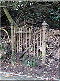 NS3174 : Old gate by Thomas Nugent