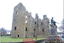 NX6851 : Maclellan's Castle and Kirkcudbright War Memorial by Peter Turner