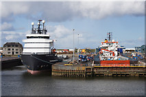 NJ9505 : Dry dock at Aberdeen by Mike Pennington