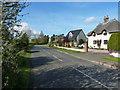 TL1642 : Roadside cottages, Broom by Richard Law