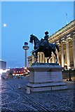 SJ3490 : Queen Victoria Statue, Lime Street, Liverpool by El Pollock