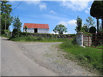 J0213 : Traditional whitewashed farm building on the New Road by Eric Jones