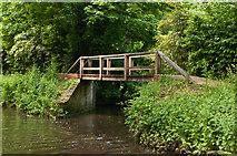 SU9946 : Footbridge on towpath by Ian Capper