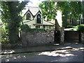 TQ3284 : 1A Alwyne Place by Brian Westlake