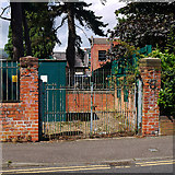 J3271 : Gates, Belfast by Rossographer