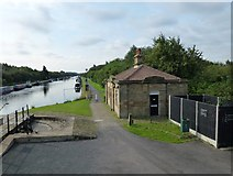 SE3522 : The Aire and Calder Navigation looking south from Ramsdens Bridge by SMJ