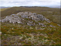 NH2630 : Rocky top of point 679 near Carn Loch na Gobhlaig above Glen Cannich, Inverness by ian shiell
