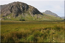 SH6959 : Gallt yr Ogof and Tryfan by Philip Halling