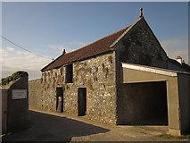 SY2793 : Barn, Castlewood Farm by Derek Harper