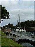 NH6140 : Boat about to negotiate Dochgarroch Lock by Dave Fergusson
