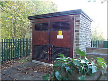 SE1039 : Electricity Substation No 606 - Beck Lane by Betty Longbottom
