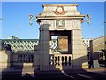 TQ7468 : Rochester Bridge Gatehouse by Paul Gillett