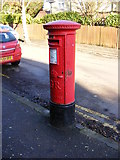 TL1314 : Salisbury Avenue George V Postbox by Adrian Cable