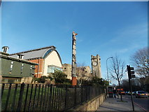 TQ3473 : View of the totem pole in front of the Horniman Museum from London Road by Robert Lamb