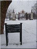 TQ2882 : Jubilee Gate and sign, Regent's  Park NW1 by Robin Sones