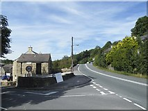 SK2474 : Kingsgate and Main Street Junction, Calver by Terry Robinson