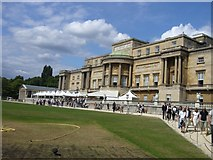 TQ2879 : Buckingham Palace by Dave Hunt