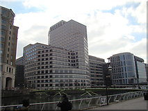 TQ3780 : View of 1 Cabot Square from West India Quay by Robert Lamb