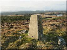 NR7949 : Trig Pillar S8542 - Cnoc-An-T-Samhlaidh by Graeme Paterson