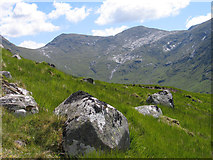 NN1548 : Boulders on south-west ridge of Stob Dubh by Trevor Littlewood