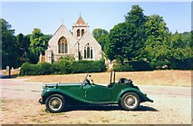 SU8695 : Green Car at Hughenden Church by Des Blenkinsopp