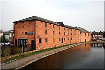 SK7081 : Beside the Chesterfield Canal by Graham Hogg