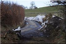 NO1846 : Snow along Bonnington Road, Rattray by Mike Pennington
