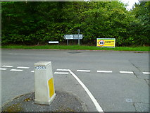 SU9984 : Junction of Hollybush Hill with framewood Road by Shazz