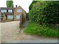 SU9883 : Twitten by house in Wexham Street by Shazz