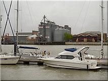 TQ7568 : River Medway, Chatham by David Dixon