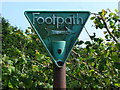 SU9076 : Footpath sign by Alan Hunt