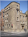 NT2673 : A 1930's hostel on the Royal Mile by Stanley Howe
