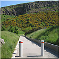 NT2673 : Wide path between the 'tails', Scottish Parliament landscape by Robin Stott