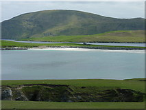 HU3630 : The lip of Lotra Geo in the foreground, with Banna Minn beach beyond by Ruth Sharville