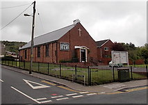 ST1599 : St Peter's Church Aberbargoed by Jaggery
